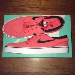 BNWT Nike SB Janoski Shoes Size 7 W